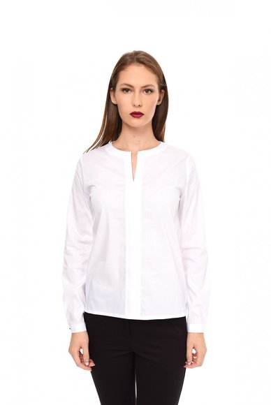 Blouse with round collar