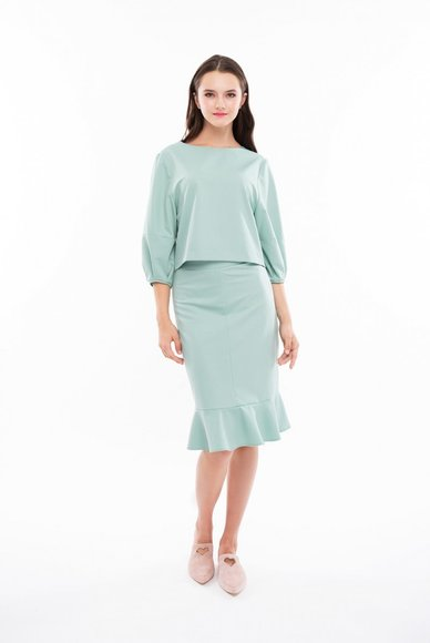 Short blouse with mint color