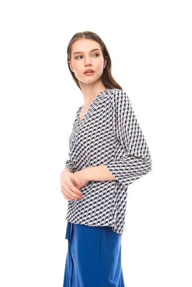Blouse with a V-neck, print