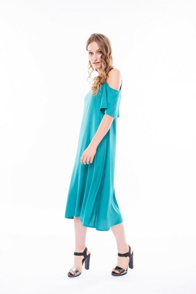 Dress with open shoulders of midi length