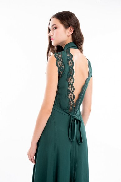 Dress emerald color with an open back