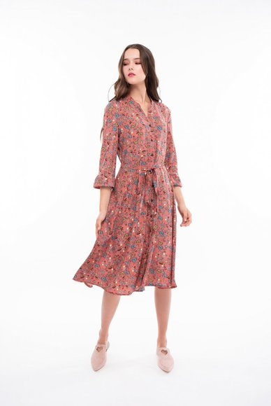 Dress with floral print, under the belt