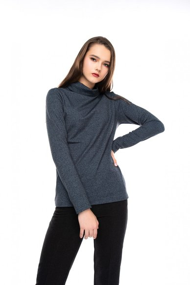 Jumper with collar
