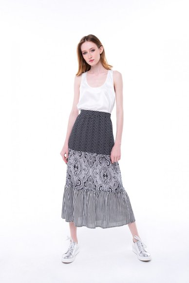 Skirt of combined fabric, length of midi