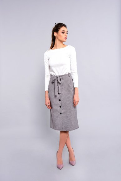 Buttoned skirt with pockets