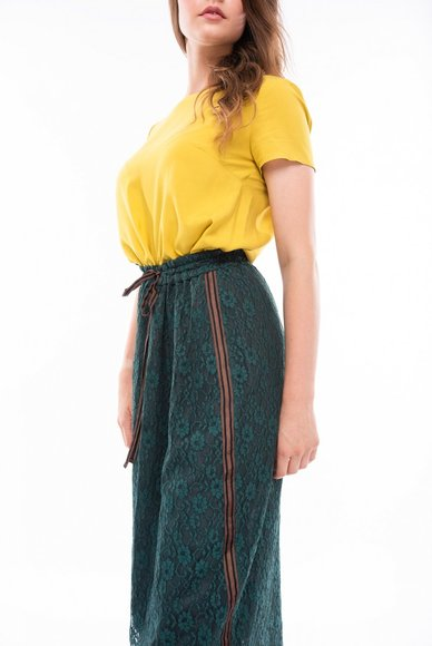 Skirt from guipure dark green