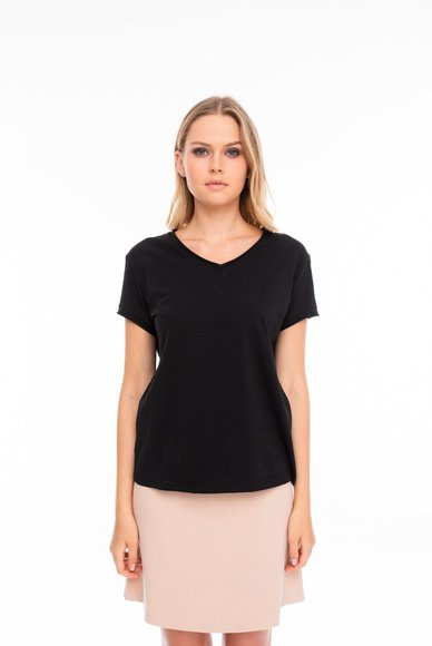 Base black T-shirt