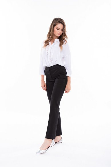 Black trousers with pockets