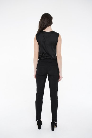 Black trousers with arrows
